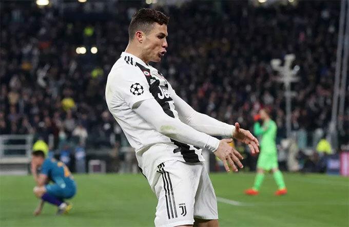 Người đẹp Mỹ muốn nhắc tới màn chia vui ôm chỗ kín của HLV Diego Simeone và C. Ronaldo tại Champions League mùa giải trước.