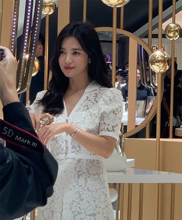 Song Hye Kyo lần đầu xuất hiện sau ly hôn - 8