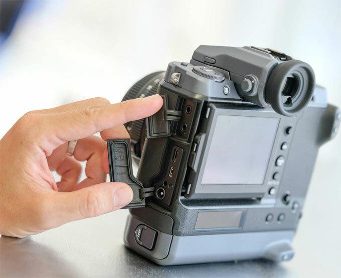 Máy ảnh Fujifilm GFX100 giá 255 triệu đồng ở Việt Nam - 1