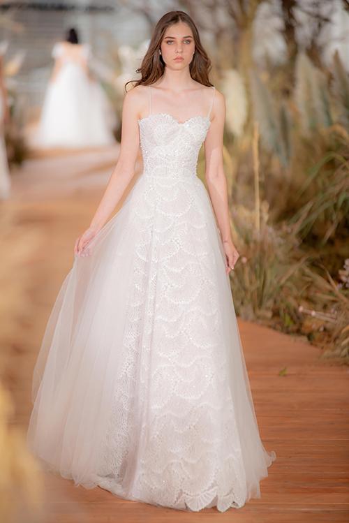 NTK hi vọng thông qua những mẫu đầm cưới, cô dâu sẽ tự tin, tỏa sáng như ánh mặt trời và tìm được tình yêu, hạnh phúc đích thực.