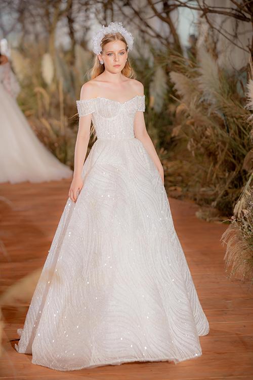 Váy cưới hiện đại cho cô dâu mùa hè thu - 11