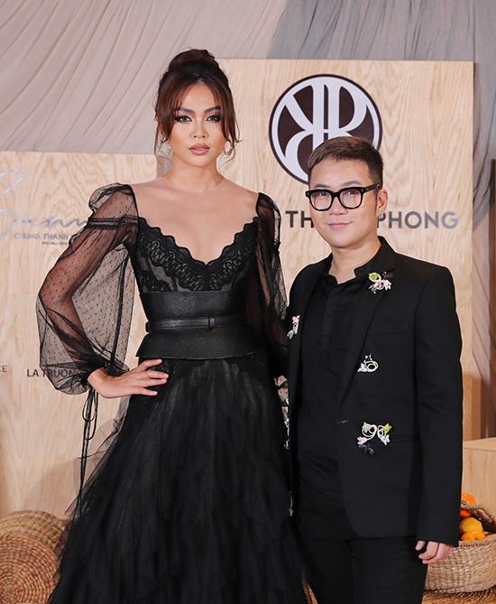 Á hậu Mâu Thuỷ và nhà thiết kế Chung Thanh Phong.