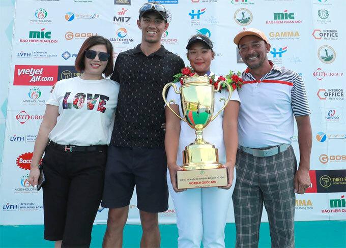 Nguyễn Thảo My cùng hai VĐV xếp thứ hai và ba ở VLAC 2019 đại diện Việt Nam dự SEA Games 2019. Ảnh: Duy Dương.