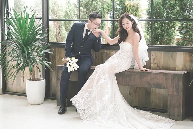 Kết hợp với phông nền và những góc decor bắt trend mang lại một album cưới đậmchất Hàn Quốc.