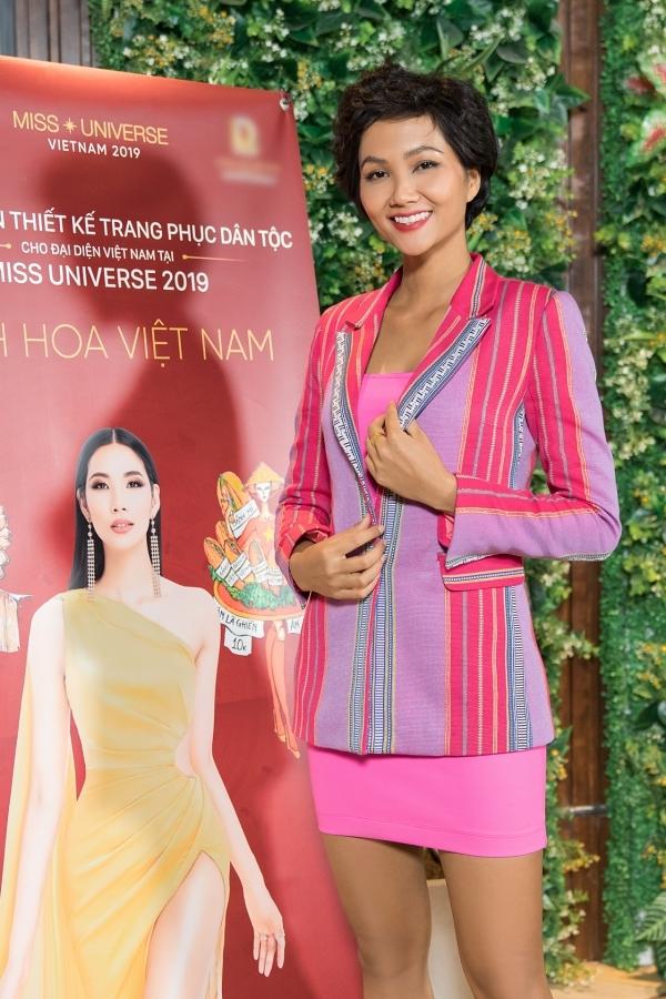 HHen Niê, Lệ Hằng chấm thi trang phục truyền thống cho Hoàng Thùy