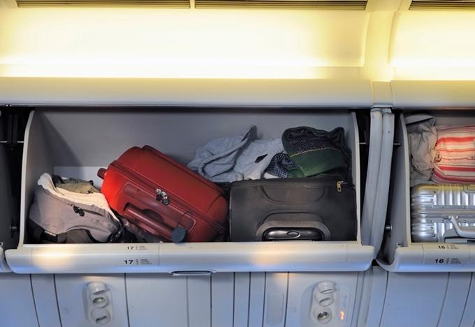 Khách hạng phổ thông được mang 12 kg hành lý xách tay từ 1/8