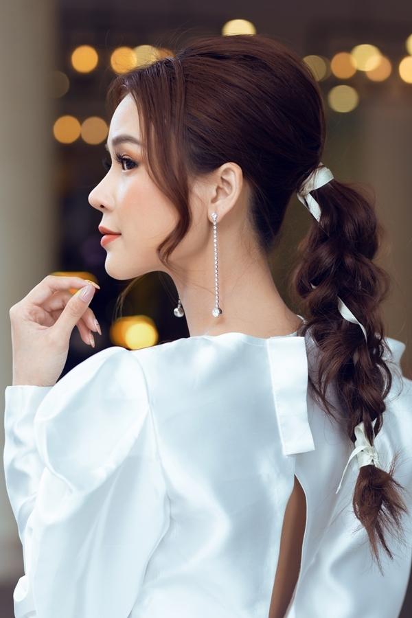 Người đẹp kết hợp kiểu tóc đuôi sam bắt mắt