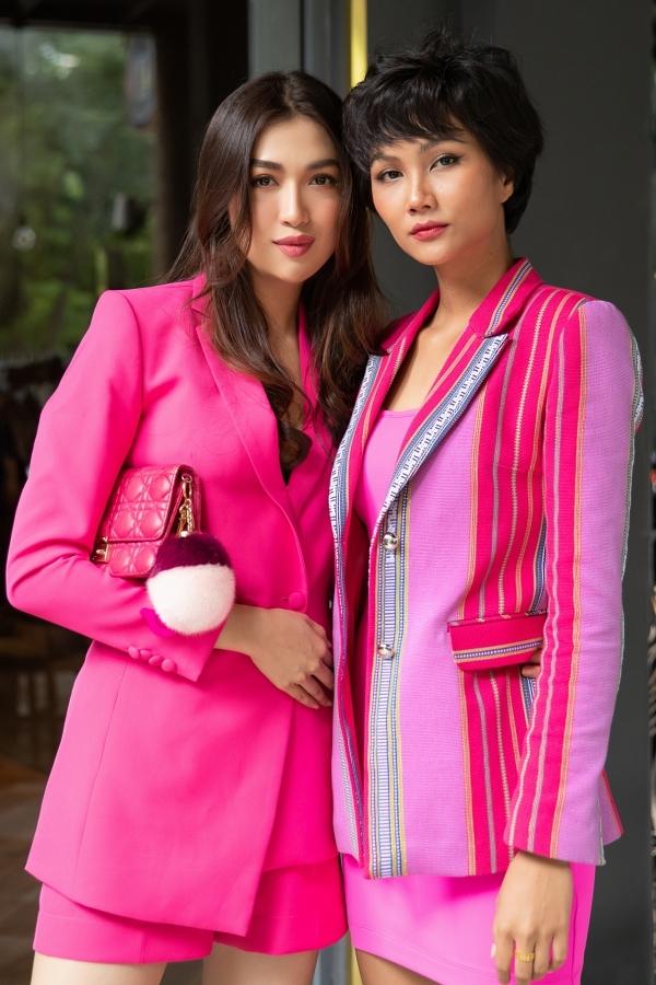 HHen Niê, Lệ Hằng chấm thi trang phục truyền thống cho Hoàng Thùy - 2