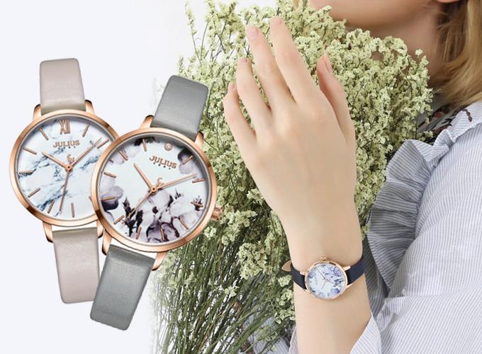 Mẫu đồng hồ JA-1101C dây xám phù hợp cho nữ nhân viên văn phòng, nữ sinh viên, doanh nhân... trong độ tuổi 18- 40 tuổi, cỡ tay trung bình. Mặt đồng hồ từ kính cứng cường lực cao cấp có khả năng chống trầy tương đối, chống va đập tốt. Giá còn 789.000 đồng (giá gốc 1,169 triệu đồng).