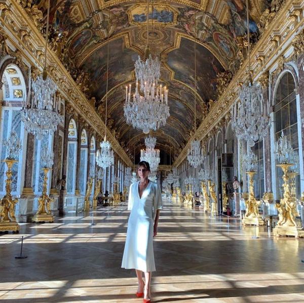 Cựu danh thủ Anh đăng tải cả ảnh chụp riêng của vợ trong lâu đài lộng lẫy.