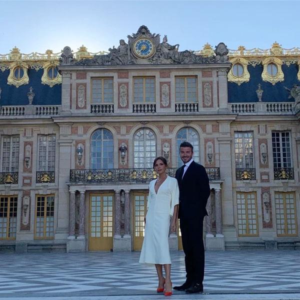 Chuyến đi tuyệt vời tới lâu đài Versailles vào một ngày đặc biệt. Cảm ơn tất cả mọi người khiến nó thêm đáng nhớ. Chateau Versailles là một trong những nơi đẹp nhất tôi từng đến, Becks chú thích sau khi chia sẻ loạt ảnh của hai vợ chồng tại địa điểm nổi tiếng của nước Pháp.