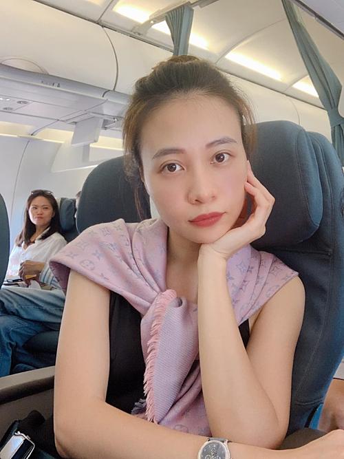 Đàm Thu Trang - vợ sắp cưới của Cường Đôla - nhận mình mới 18 tuổi.