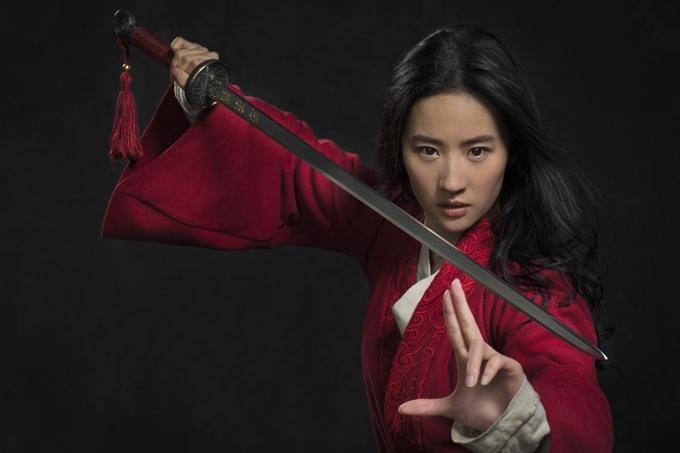 Lưu Diệc Phi thực hiện nhiều cảnh tập võ, đấu kiếm, bắn cung trong phim.