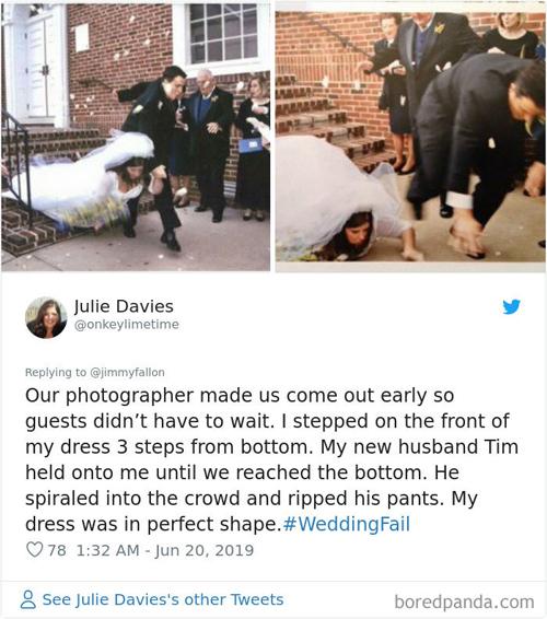Julie Davies chú thích: Tôi ngã ngay khi cách mặt đất khoảng 3 bậc thang. Chồng đã cố gắng đỡ tôi và rách cả quần. Còn váy cưới của tôi thì vẫn có phom dáng hoàn hảo.