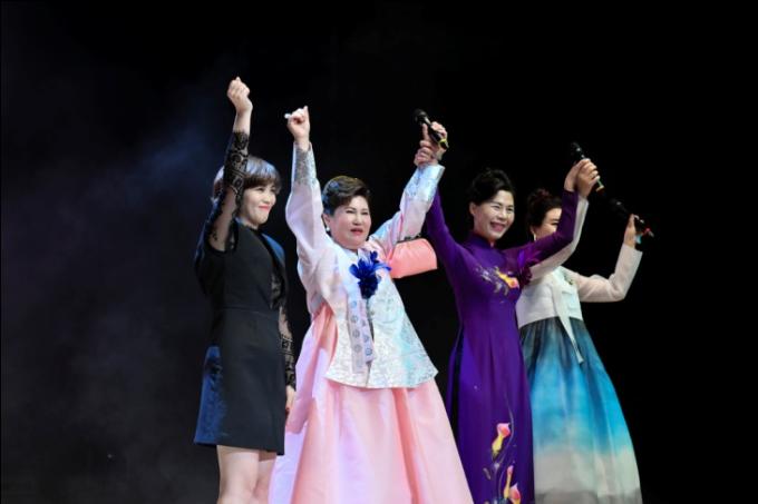 Hoa hậu Oanh Yến đăng quang Nữ hoàng Queen of Beauty World 2019 tại Hàn Quốc - xin edit - 2