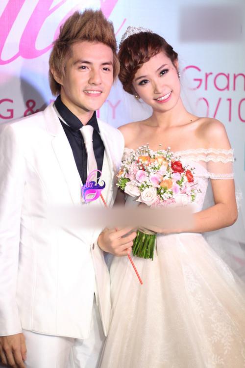 Năm 2012, uyên ương xuất hiện trong sự kiện khai trương trung tâm tiệc cưới của Phạm Quỳnh Anh. Cả hai đã diện suit và váy cưới y như cô dâu chú rể.