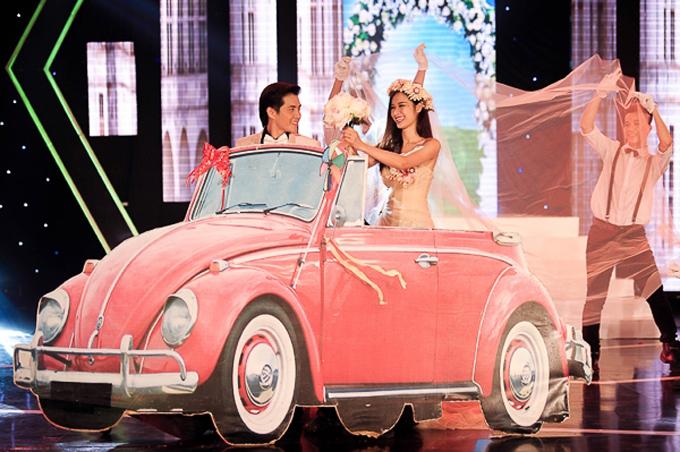 Với tiết mục này, cặp sao của VPop đã có đám cưới đẹp như mơ trên sân khấu.