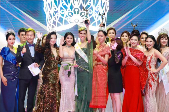 Giải Á hoàng 1 được trao cho thí sinh Han Ye Won đến từ Hàn Quốc (SBD: 195), Á hoàng 2 là Phannita Boonpongsa - Thái Lan (SBD: 45) và Á hoàng 3 là Tharath Man - Campuchia (SBD: 167) và Jeong Ji Won - Hàn Quốc (SBD: 104). Các giải thưởng phụ cũng được trao cho những thí sinh xuất sắc. Phần thưởng là những chuyến du lịch tới các địa điểm nổi tiếng trên thế giới và quà tặng vật phẩm giá trị từ ban tổ chức, nhà tài trợ. Bệnh viện thẩm mỹ hàng đầu Hàn Quốc View là nhà tài trợ toàn bộ gói giải thưởng đặc biệt cho Queen of Beauty World gồm chăm sóc sắc đẹp toàn diện lên tới hơn một tỷ đồng (60.000 USD) cho ngôi vị Nữ hoàng Queen of Beauty World 2019 và các á hoàng.
