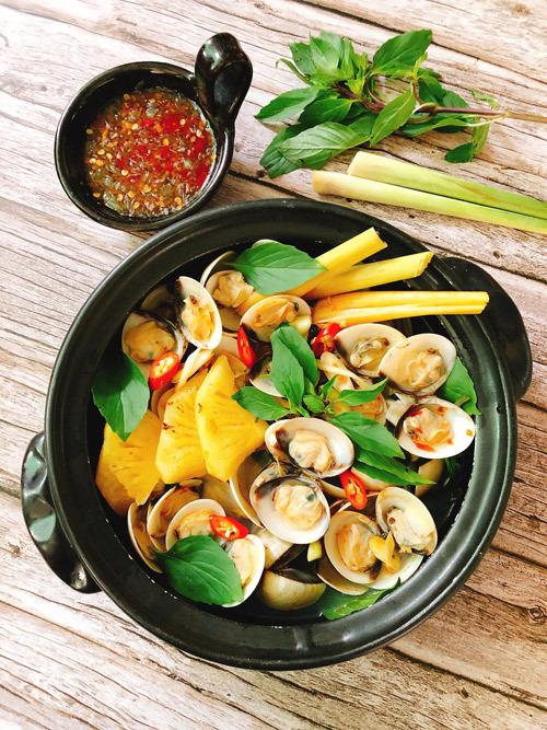 Nghêu nấu nước dừa