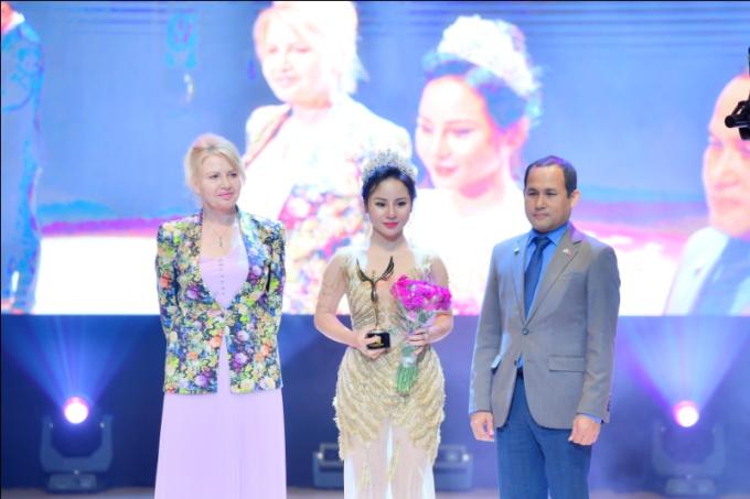 Hoa hậu Oanh Yến đăng quang Nữ hoàng Queen of Beauty World 2019 tại Hàn Quốc - xin edit - 12