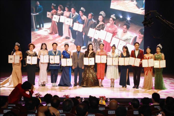 Hoa hậu Oanh Yến đăng quang Nữ hoàng Queen of Beauty World 2019 tại Hàn Quốc - xin edit - 4