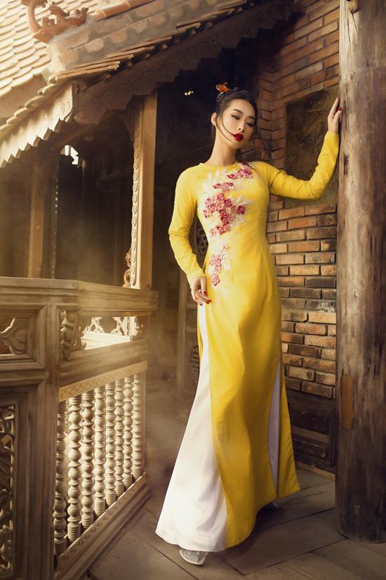 Nhận lời mời từ chương trình Aodai Canada 2019, NTK Võ Việt Chung là đại diện của Việt Nam và cũng là nhân vật duy nhất của châu Á được mời tham dự