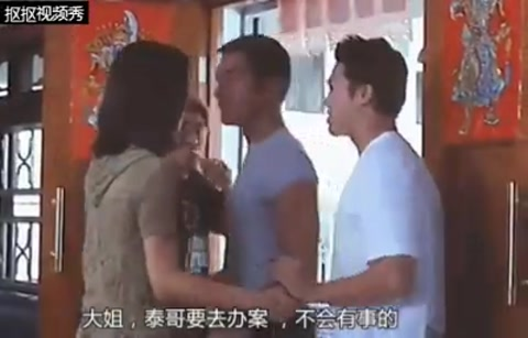 Cổ Thiên Lạc cưỡng hôn Tuyên Huyên trong phim Dạ xoa.