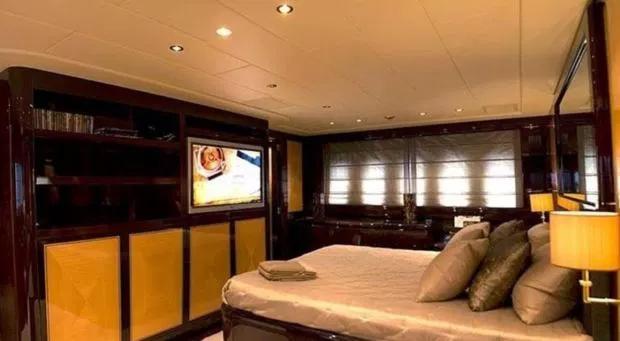Phòng ngủ đều gắn thêm TV vệ tinh.