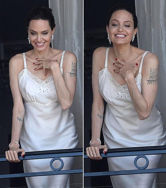 Angelina Jolie mặc váy hai dây thả dáng bên ban công ở Paris - 3