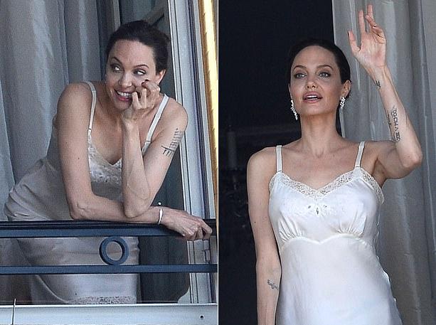 Khác với hình ảnh bà mẹ giản dị thường ngày hay vẻ gai góc trên phim trường đang quay ở New Mexico, Jolie ở Paris biến hóa với nét dịu dàng, trẻ trung và gợi cảm.