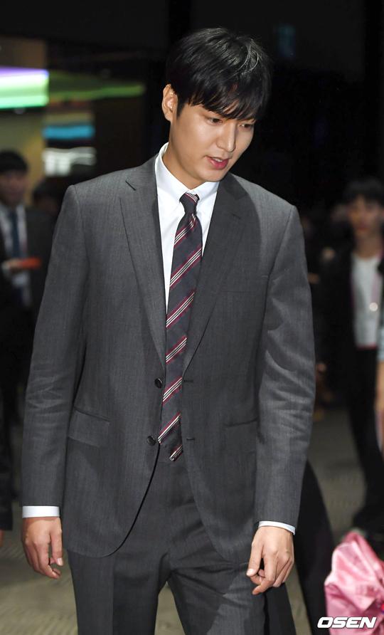 Lee Min Ho gây chú ý vì mũi cao thẳng tắp - 1