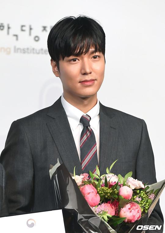 Lee Min Ho vừa xuất ngũ hồi tháng 6 vừa rồi. Anh sẽ chính thức trở lại với màn ảnh nhỏ qua bộ phim mới The King: The Eternal Monarch.