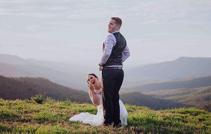 Cô dâu chú rể bị chỉ trích vì tạo dáng nhạy cảm trong ảnh cưới - 1