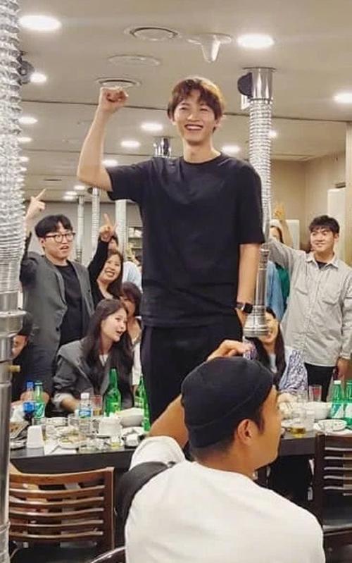 Hình ảnh của Song Joong Ki trước ly hôn gây chú ý - 1