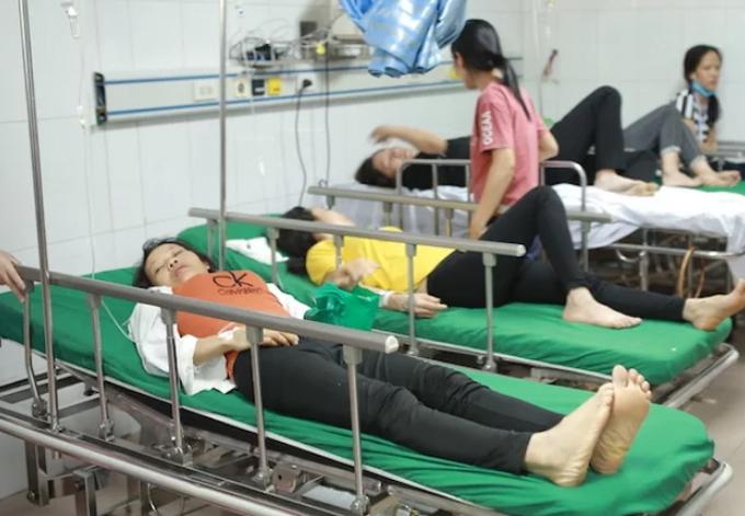 Các nạn nhân đang điều trịtại bệnh viện ở TP Vinh. Ảnh: Anh Thư.
