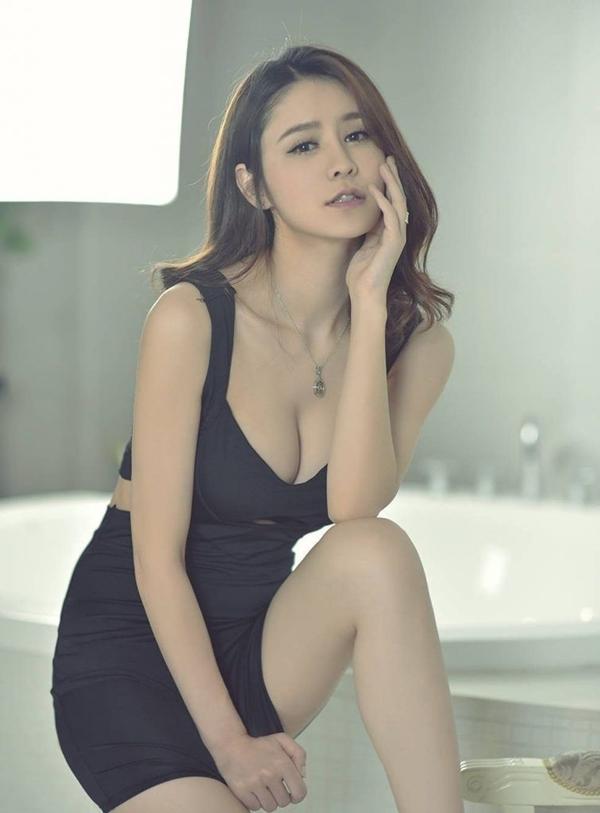 Trương Hinh Nguyệt cao 170 cm, thân hình gợi cảm với số đo ba vòng vượt chuẩn 92 - 60 - 95 cm.