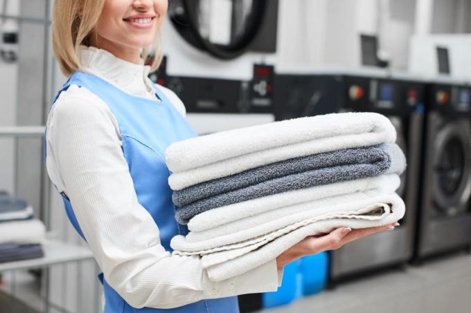 Với công nghệ giặt hơi nước, nước ở dạng sương có thể đi vào từng kẽ sợi vải, góp phần đẩy các loại nấm mốc gây mùi.
