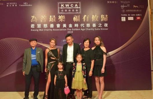 Alvin Chau vắng mặt tại sự kiện. Trước đó vài tuần, anh vừa bay sang Anh để thăm vợ bé Mandy LIêuvà các con.