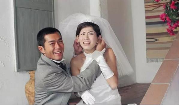 Lạc - Huyên là một trong các đôi tình nhân được yêu thích nhất của TVB những năm 1990.