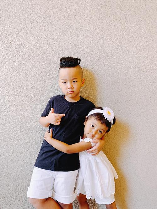 Nhím và bé Đen được bố gọi là anh em siêu quậy.