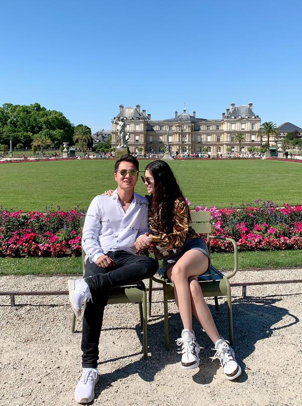 Cặp đôi rất thích vẻ đẹp thơ mộng của nước Pháp.