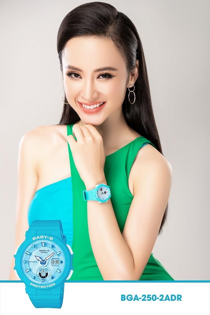 Là đại sứ thương hiệu Baby-G tại Việt Nam, Angela Phương Trinh thể hiện sự đa dạng về phong cách của đồng hồ Baby-G qua những trang phục khác nhau, từ những bộ cánh dự tiệc sang trọng và quyến rũ đến trang phục đời thường, đồ đi biển haytập luyện thể thao.