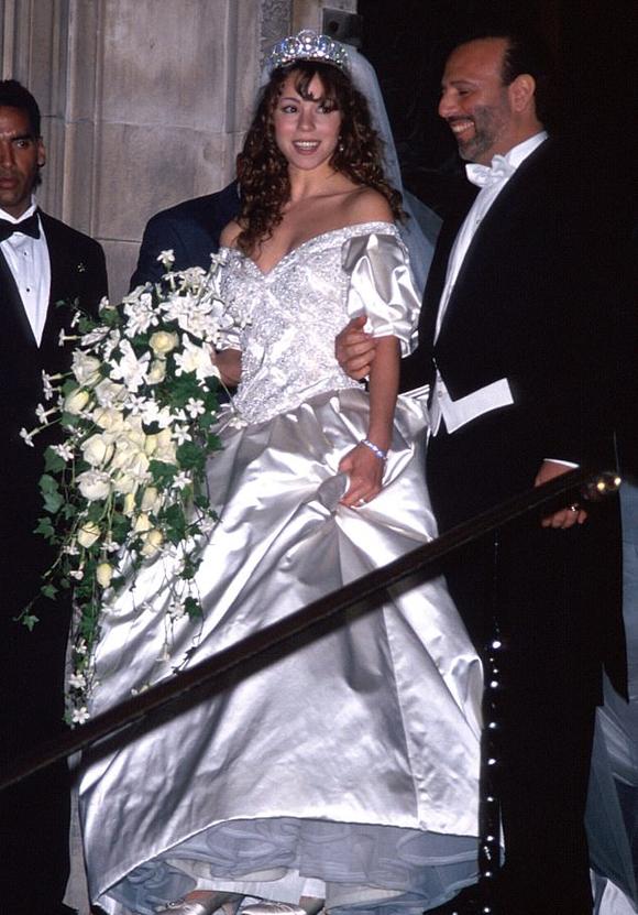 Mariah trong đám cưới với nhà sản xuất âm nhạc Tommy Mottola.