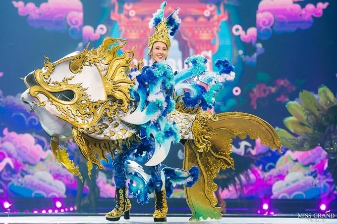 Hoa hậu tỉnh Kanchanaburi muốn giới thiêu về loài cá Yisok - đặc sản quê hương cô.