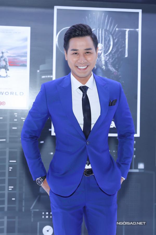 MC Nguyên Khang lịch lãm đảm nhiệm vai trò MC.