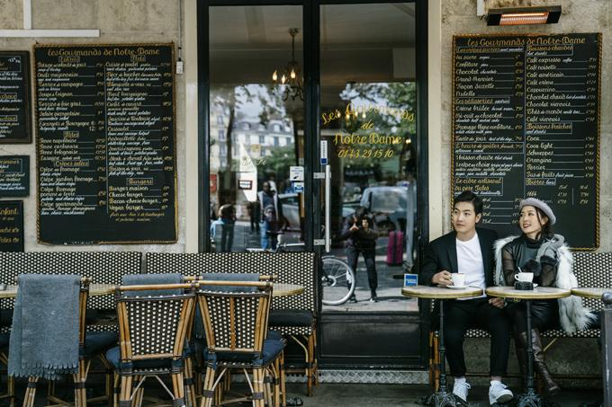 Sau màn cầu hôn, uyên ương lên kế hoạch cho một bộ ảnh cưới ở Paris - thành phố lãng mạn bậc nhất thế giới, ghi dấu những khoảnh khắc hạnh phúc trước hôn nhân.