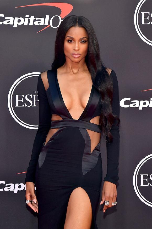 Nhiều ngôi sao giải trí tham dự sự kiện này, như ca sĩ Ciara.