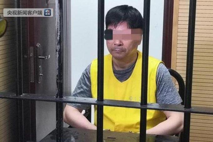 Hình ảnh tỷ phú Wang Zhenhua sau song sắt. Ảnh: SCMP.
