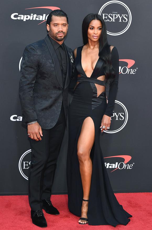 Ciara đến cùng chồng, cầu thủ bóng bầu dục Russell Wilson.
