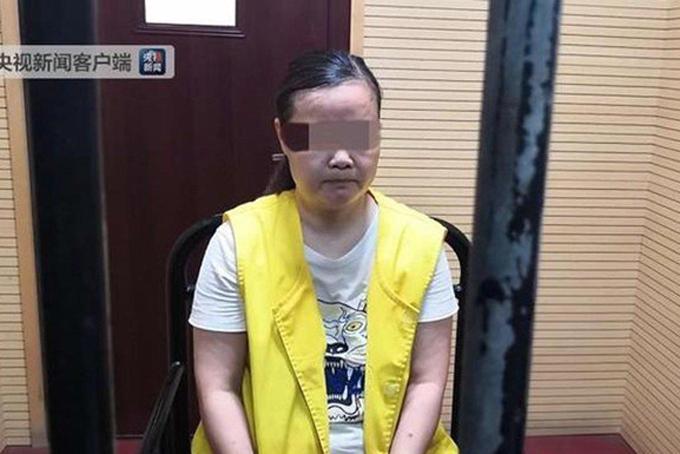 Bà Zhou, 49 tuổi là người đã đưa các bé gái tới khách sạn. Ảnh: SCMP.